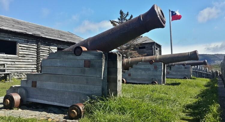 Canhões no Forte Bulnes em Punta Arenas