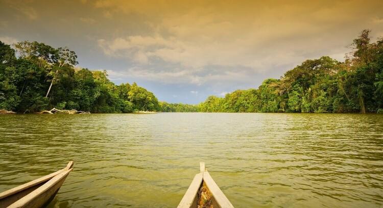 Canoa en Parque Nacional Manu