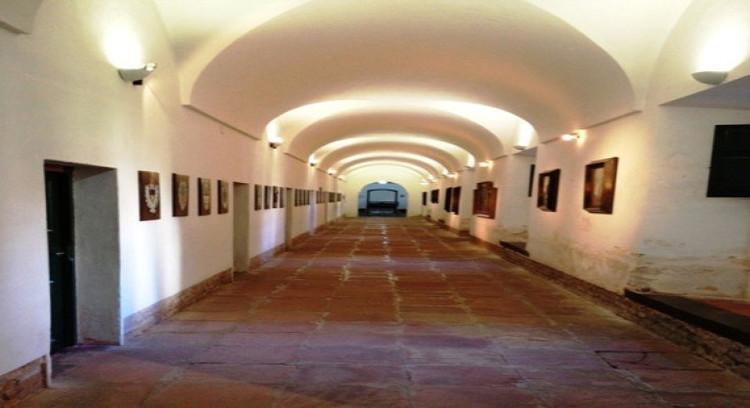Galeria de convento franciscano