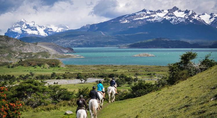 Cavalgada em estância patagônica